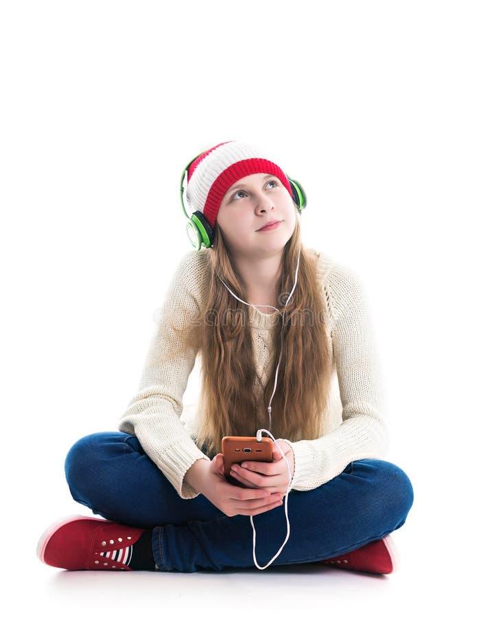 寒假圣诞节的幸福 少年概念-红色帽子的微笑的年轻女人有智能手机的和 图库摄影