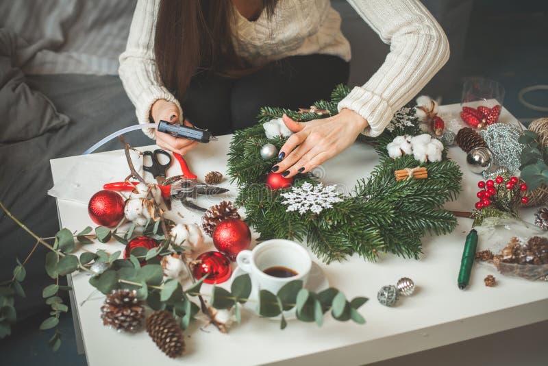 寒假概念 圣诞节装饰生态学木 免版税库存图片
