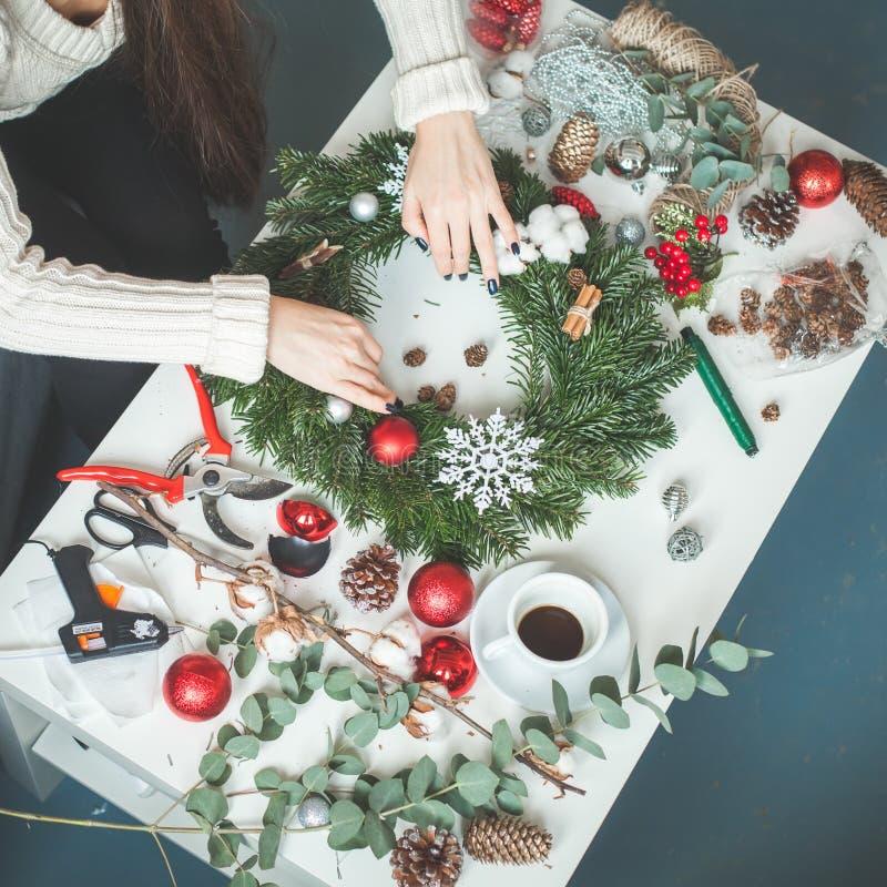 寒假概念 圣诞节装饰生态学木 免版税库存照片