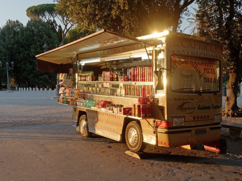 寒冷喝供营商可移动的罗马 库存照片