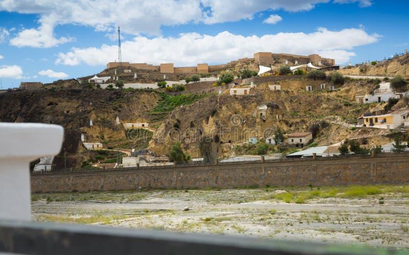 寓所到在Puerto伦布雷拉斯和Nogalte castl的岩石里 免版税库存图片
