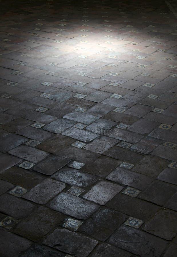 察觉在瓦片一个古老地板上的光  免版税图库摄影