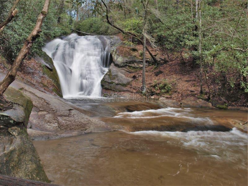寡妇` s小河在斯通山国家公园落 库存图片