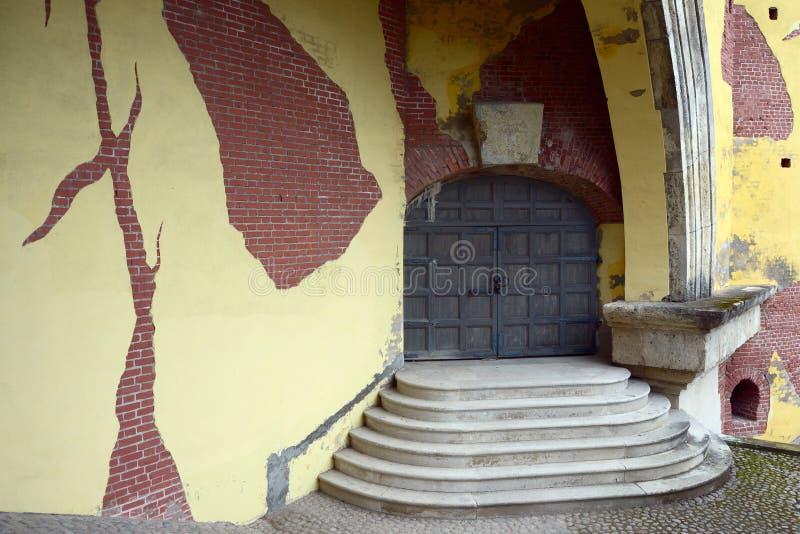 对一个古老塔的入口 免版税库存图片