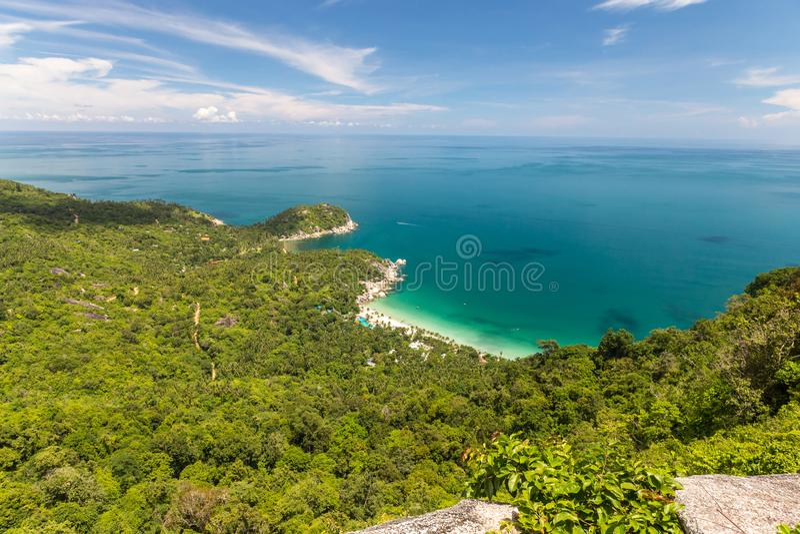 对一个热带海滩的鸟瞰图 免版税库存图片