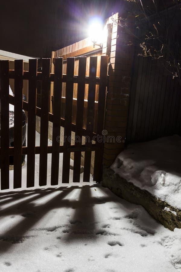 对庭院的入口 免版税库存图片