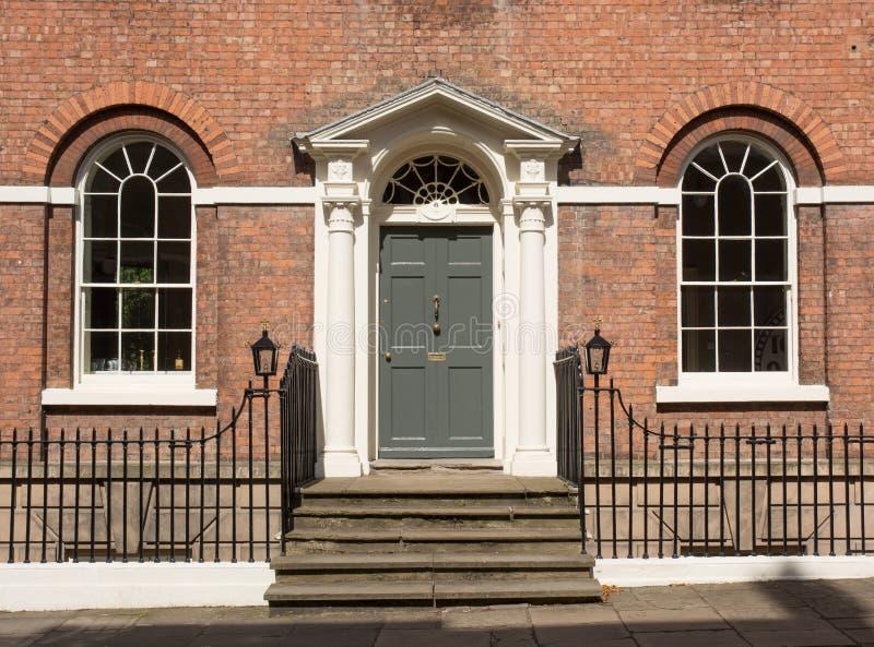 对一个英王乔治一世至三世时期式房子的入口 免版税库存图片