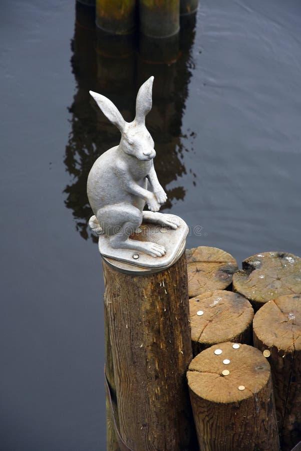 对一个野兔的纪念碑在彼得和保罗堡垒在圣彼德堡,俄罗斯 图库摄影