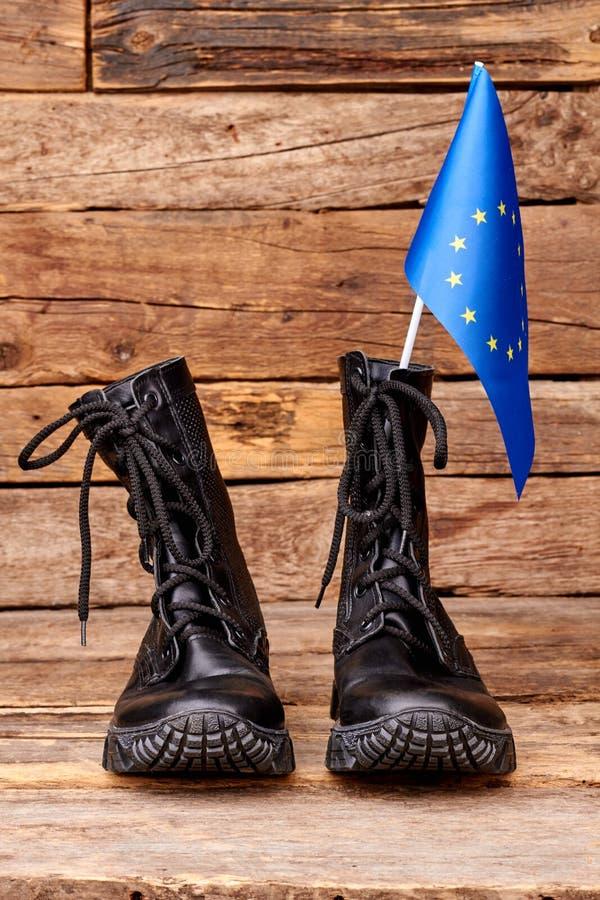 对与欧盟旗子的黑起动在木头 免版税库存图片