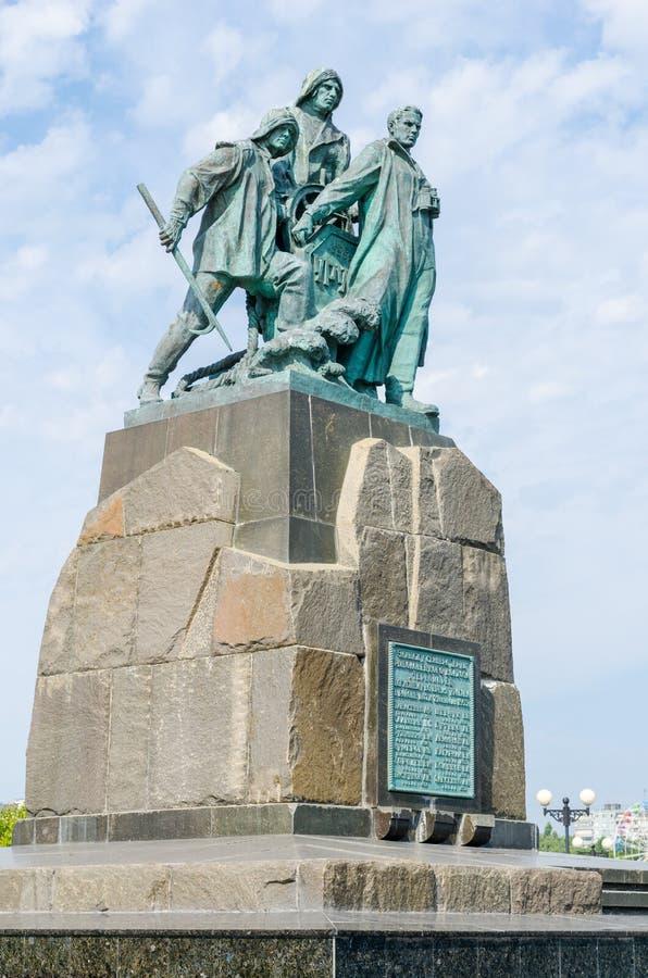 对乘员组围网渔船得抚岛的纪念碑 新罗西斯克 免版税库存图片