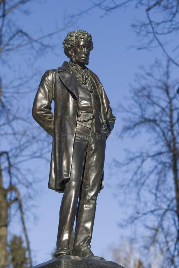 对亚历山大・谢尔盖耶维奇・普希金的纪念碑Ostafyevo庄园的,莫斯科地区 库存图片