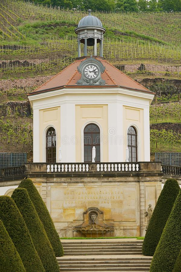 对亭子的看法Wackerbarth城堡的在拉德博伊尔,德国 免版税图库摄影