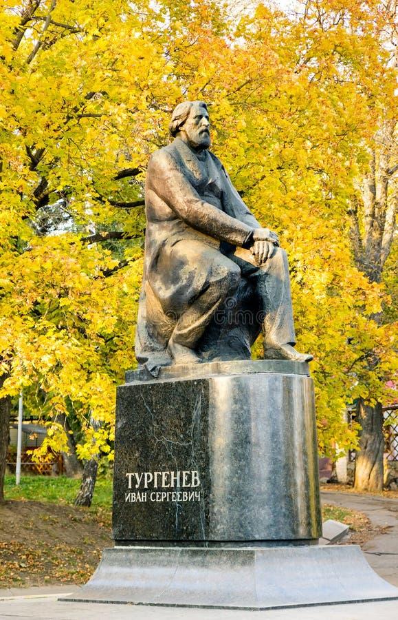 对伊万・谢尔盖耶维奇・屠格涅夫的纪念碑 奥勒尔号 俄国 库存照片