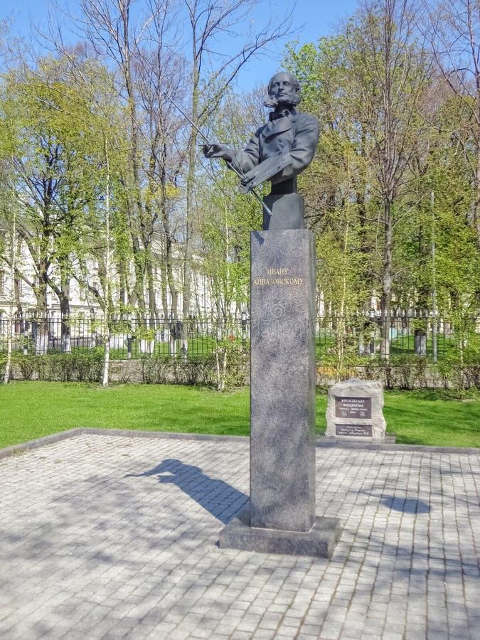 对伊凡・康斯坦丁诺维奇・艾瓦佐夫斯基的纪念碑 免版税图库摄影