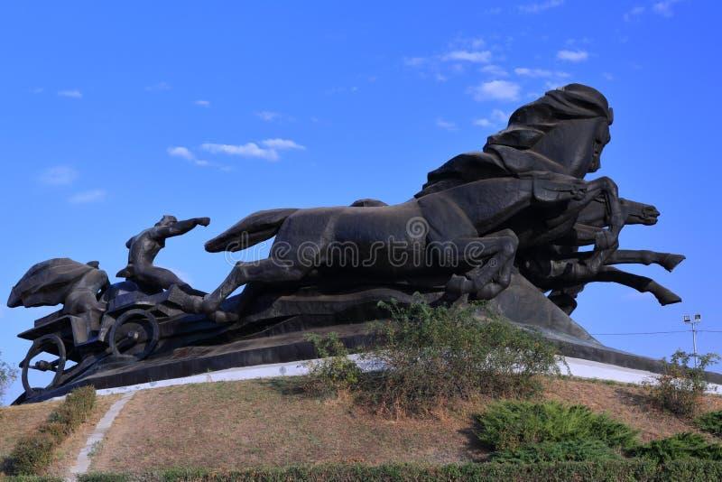 对传奇哥萨克汽车的纪念碑,象征在战斗的胜利与侵略者 免版税库存照片