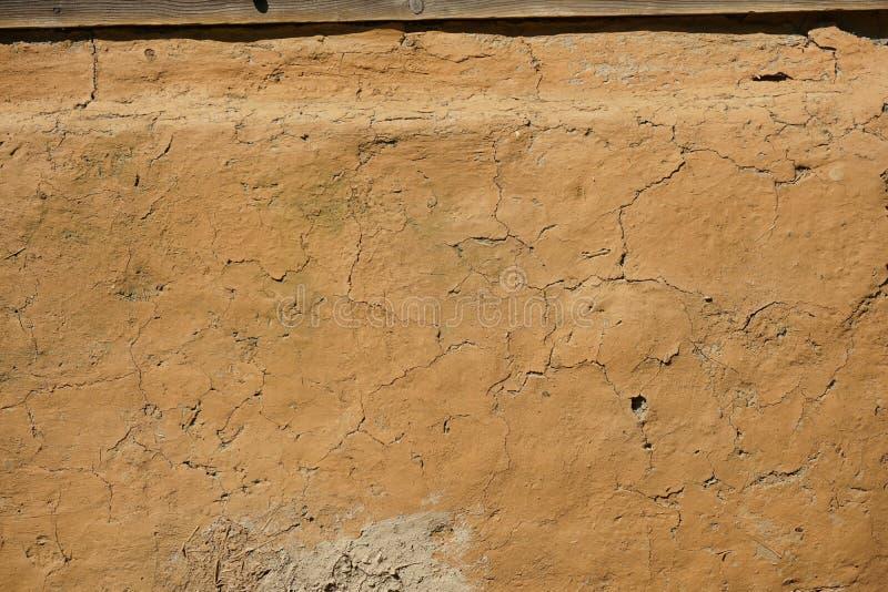 对传统房子立足处的黏土和秸杆膏药 免版税库存图片