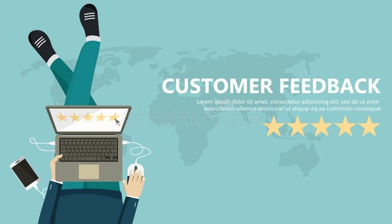 对估计在顾客服务例证 供以人员坐地板和拿着在他的膝部的片剂 网站规定值反馈 皇族释放例证