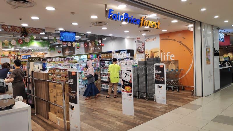 对位于新加坡的FairPrice最美好的超级市场的入口 免版税库存照片