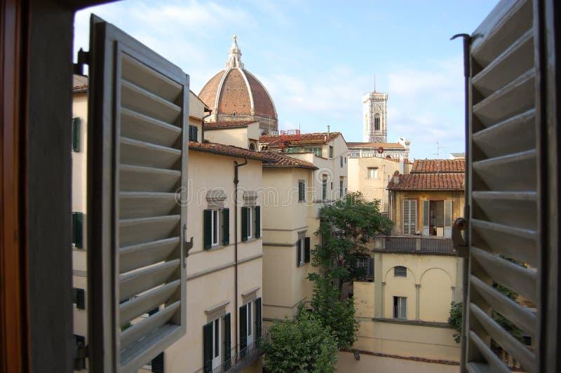 对佛罗伦萨远景的一个窗口 免版税库存照片