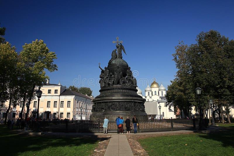 對俄羅斯的千年的古銅色紀念碑圖片