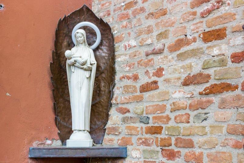 对保佑的圣母玛丽亚的奉献的纪念碑 免版税库存照片