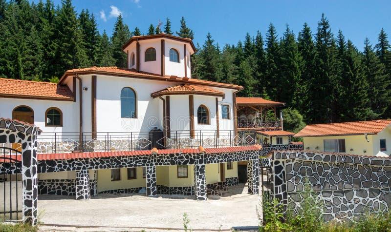 对修道院经济圣Panteleimon的庭院的入口在Rhodopes的 库存照片