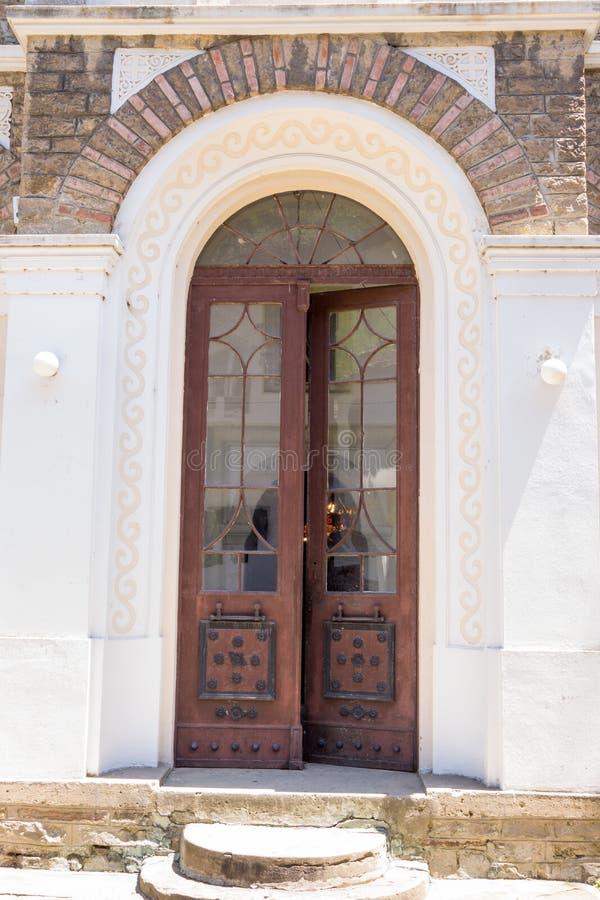 对修道院Dryanovo的伟大的寺庙的入口 免版税库存照片