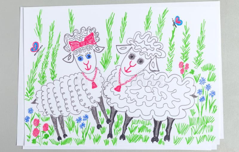 对儿童乱画在草坪的逗人喜爱的绵羊有绿草和花的 向量例证