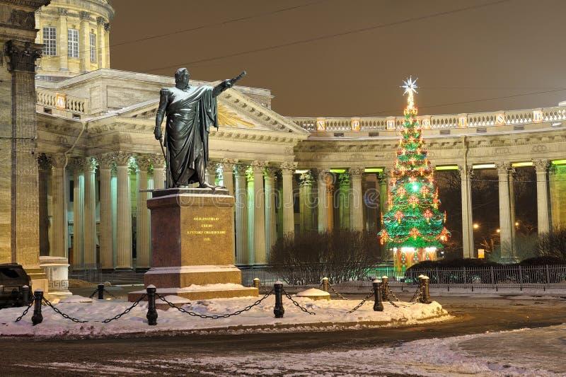 对元帅库图佐夫的纪念碑 arhitektury大教堂有历史的喀山纪念碑 免版税库存照片