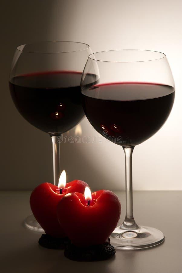 对光检查葡萄酒杯 库存照片