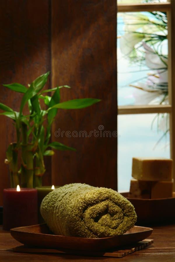 对光检查装饰温泉毛巾传统木头 库存图片