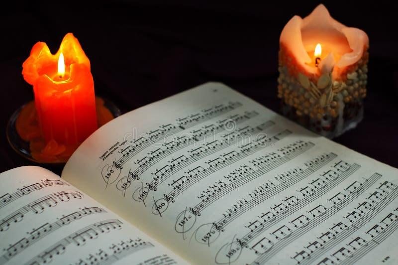 对光检查音乐纸张 免版税库存图片