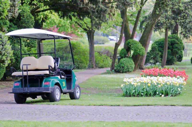 对公园SigurtÃ意大利的高尔夫车 图库摄影