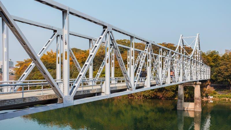 对冈山城堡的桥梁 免版税库存照片