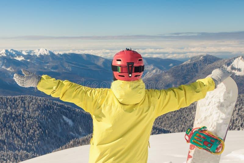 对冬季体育的冒险 挡雪板女孩 免版税库存照片