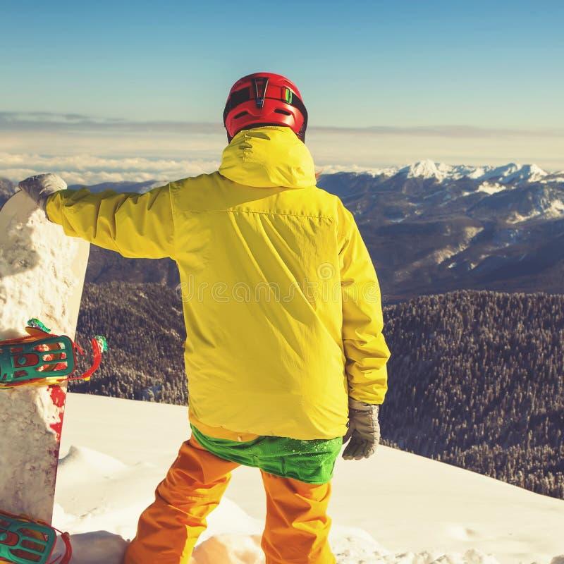 对冬季体育的冒险 挡雪板女孩 库存照片
