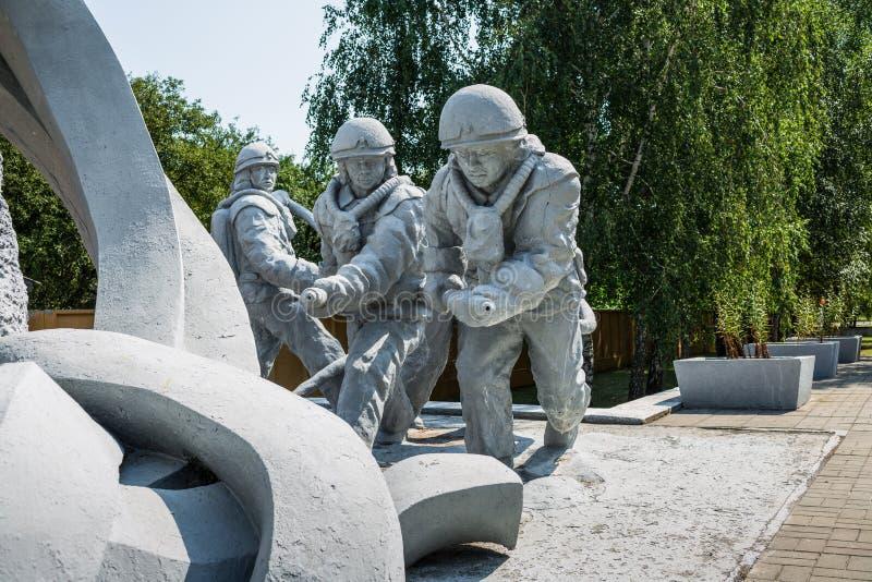 对切尔诺贝利核电站事故的后果的清算人的纪念碑 免版税库存图片