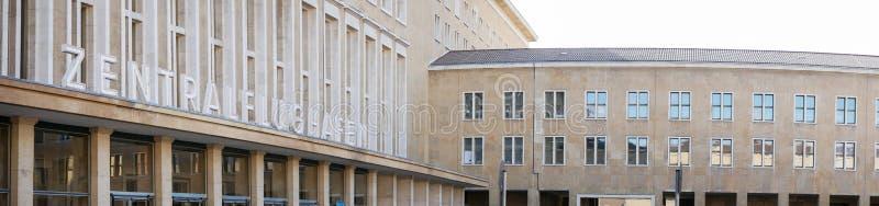 对前藤珀尔霍夫机场的入口,在柏林叫在德语的Zentralflughafen,德国 免版税库存照片
