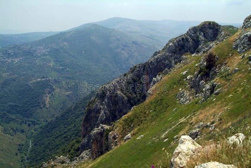 对南部的看法从Beaufort烈士城堡,纳巴泰省,黎巴嫩的城垛 图库摄影