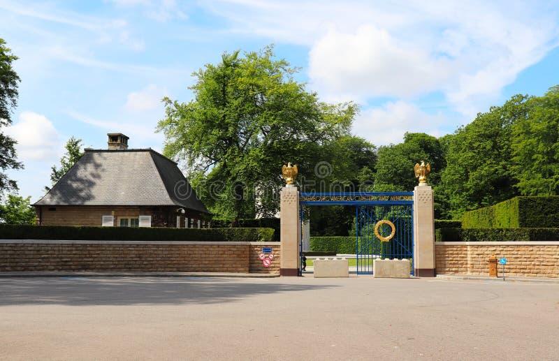 对卢森堡美军公墓和纪念馆的入口 图库摄影