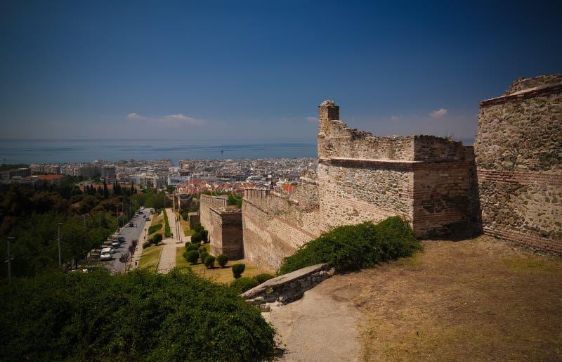 对古老墙壁的看法和Trigoniu在塞萨罗尼基,希腊耸立 免版税库存照片
