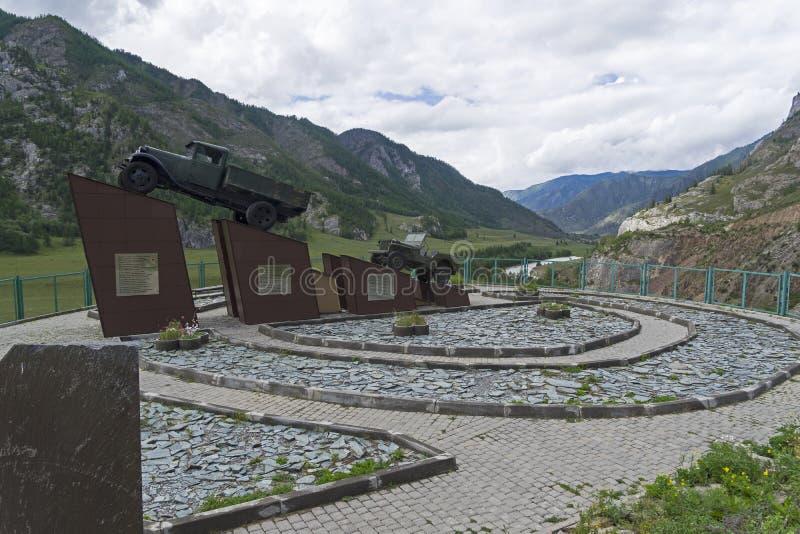 对司机的纪念碑在Chuysky Trakt 阿尔泰山, R 库存图片