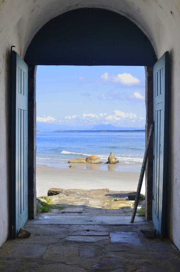 对和平和宁静天堂的门  免版税库存照片