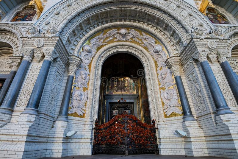 对喀琅施塔得或尼古拉斯海洋大教堂的接近的入口在StPetersburg 库存图片