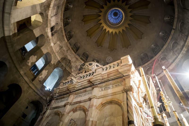 对圆顶的看法在耶稣基督坟茔在圣洁坟墓教会里在耶路撒冷 图库摄影