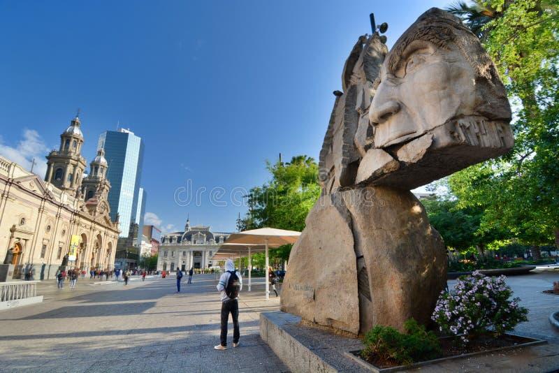 对土著人民的纪念碑 armas de plaza 圣地亚哥 智利 免版税库存照片