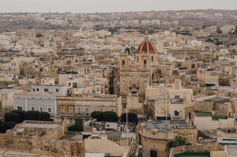 对圣乔治的大教堂的看法从奇塔代拉在维多利亚,马耳他 免版税图库摄影