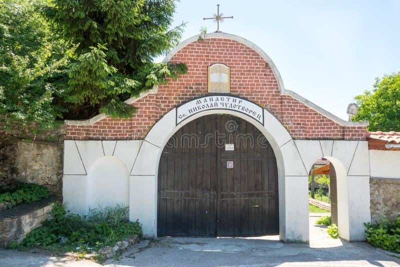 对圣尼古拉斯修道院的入口在保加利亚 免版税库存图片