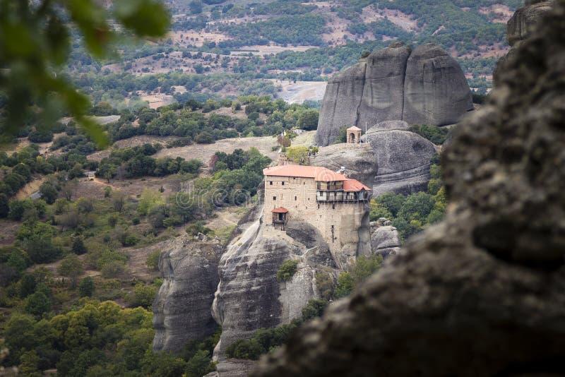 对圣尼古拉斯Anapafsas修道院的看法迈泰奥拉的 免版税库存图片