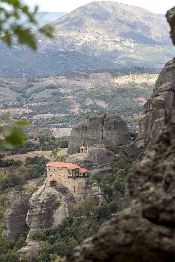对圣尼古拉斯Anapafsas修道院的看法迈泰奥拉的 免版税库存照片